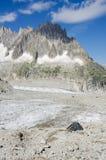 Kampieren in den französischen Alpen Stockbilder