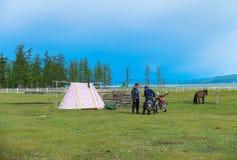 Kampieren in Mongolei Stockfotos