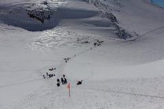 Kampieren Sie an einer Höhe von 5.200 Metern zwischen den West- und Ostspitzen vom Elbrus Lizenzfreie Stockfotos