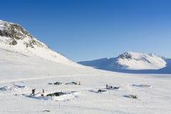 Kampierende Ausflugskifahrer Sylarna Schweden des Winters Stockfotos