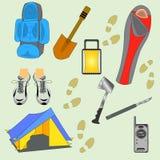 Kampierende Material-Vektor-Illustration Touristisches Ausrüstungs-Schattenbild lokalisiert auf hellgrünem Hintergrund stock abbildung