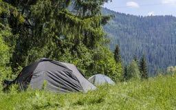 Kampierende Zelte stockbild