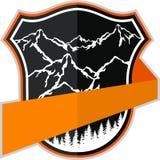 Kampierendes Logoemblem des Vektorbergabenteuers Stockfotografie
