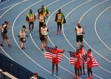 Kampioen Usain St Leo Bolt en anderen met vlaggen Royalty-vrije Stock Fotografie