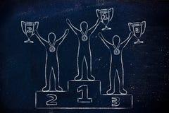 Kampioenen met trofeeën en medailles op podium na het winnen van mede Stock Foto