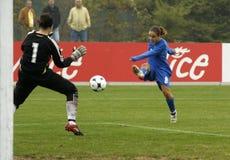 KAMPIOENSCHAP 2009, ITALIË-HONGARIJE VAN HET VOETBAL VAN UEFA HET VROUWELIJKE Stock Fotografie