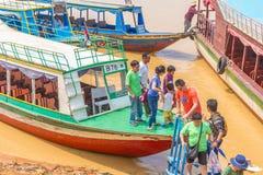 Kampong, Siem Reap, Cambodge février, 27 2015 : Touris non définis Photos libres de droits