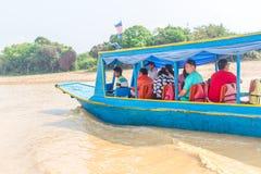 Kampong, Siem Reap, Cambodge février, 27 2015 : Touris non définis Photographie stock libre de droits