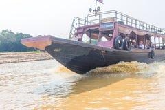Kampong, Siem Reap, Cambodge février, 27 2015 : Touris non définis Images libres de droits