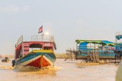 Kampong, Siem Reap, Cambodge février, 27 2015 : Touris non définis Photo libre de droits