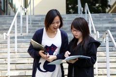 kampusu chiński uczni dwa uniwersytet Zdjęcia Stock