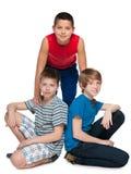 Kamratskap av tre pojkar Royaltyfri Bild