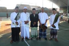 kamratskap efter den Eid bönen royaltyfri foto