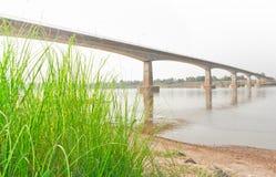 Kamratskapbro, Thailand - Laos, först Royaltyfria Foton