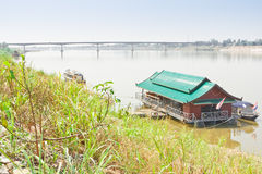 Kamratskapbro, Thailand - Laos, först Royaltyfri Bild