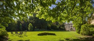 Kamratträdgård på Kristus högskola i Cambridge Royaltyfri Foto