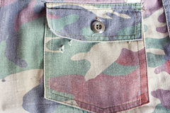 Kamuflaży spodnia wkładać do kieszeni starego Fotografia Royalty Free