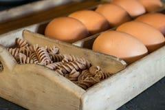 Kamutdeeg en eieren royalty-vrije stock afbeeldingen
