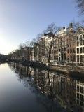Kanäle und Architektur Asmterdam stockbilder
