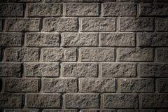 Kan als prentbriefkaar worden gebruikt Grijze concrete muur met metselwerkimitatie Stock Afbeelding