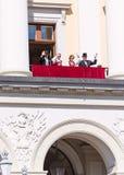 17 kan att vinka för den oslo Norge kungafamiljen Fotografering för Bildbyråer
