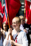 17 kan den oslo Norge flickan på ståta Royaltyfri Bild