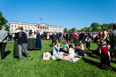 17 kan den oslo Norge picknicken på framdel av den rtoyal slotten Arkivbilder