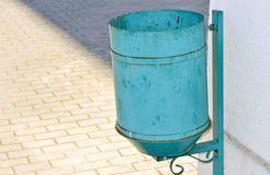 8 kan eps-illustrationen över avfallvektorwhite Royaltyfria Bilder