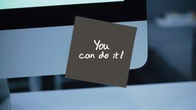 kan göra dig Inskriften på klistermärken på bildskärmen lager videofilmer