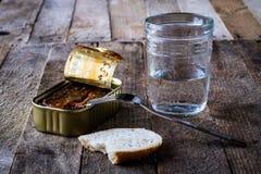 Kan glas en brood Royalty-vrije Stock Afbeeldingen