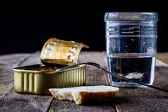 Kan glas en brood Stock Afbeelding