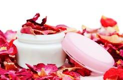 kan kosmetiska petals steg Arkivfoto