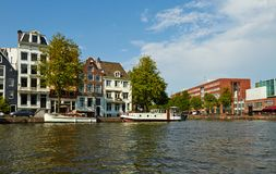 Kan?le und Boote von Amsterdam lizenzfreie stockbilder