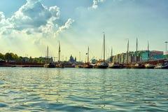 Kan?le und Boote von Amsterdam lizenzfreie stockfotos