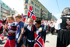 17 kan oslo Norge beröm av konstitutiondagen Royaltyfri Foto