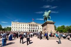 17 kan oslo Norge beröm på främre Slottsparken Royaltyfri Fotografi