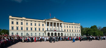 17 kan oslo Norge beröm Slottsparken Arkivbilder