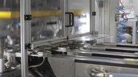 Kan productiefabriek stock footage