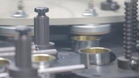 Kan productiefabriek stock video