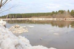 Kan River después de una deriva del hielo Imagen de archivo libre de regalías