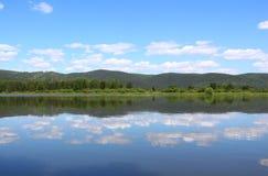 Kan River och ändlös taiga Royaltyfri Bild