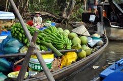De verkopers van de boot bij kunnen het drijven Tho markt, Mekong Delta, Vietnam Stock Foto