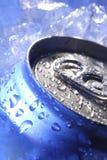 Kan van bier in ijs royalty-vrije stock fotografie
