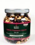 Kan van de Mengeling van de de Amandelsleep van Archer Farms Cashew Cranberry op een Witte Achtergrond stock foto