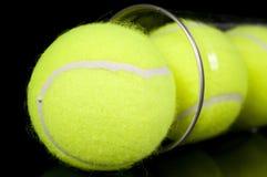 Kan van Drie Nieuwe Ballen van het Tennis Royalty-vrije Stock Foto's