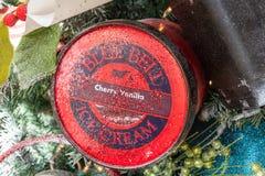 Kan van het Blauwe roomijs van Klokcherry vanilla royalty-vrije stock afbeeldingen