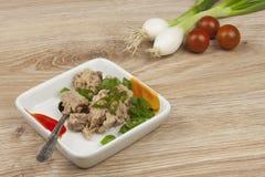 Kan van tonijn, een gezonde maaltijd met groenten Royalty-vrije Stock Foto's
