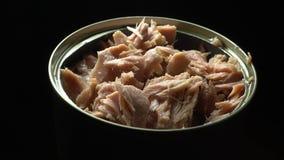 Kan van tonijnvlokken stock videobeelden