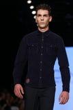 Kan Yunus Cetinkaya Catwalk in Mercedes-Benz Fashion Week Istanb Stock Foto