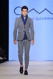 Kan Yunus Cetinkaya Catwalk in Mercedes-Benz Fashion Week Istanb Stock Fotografie